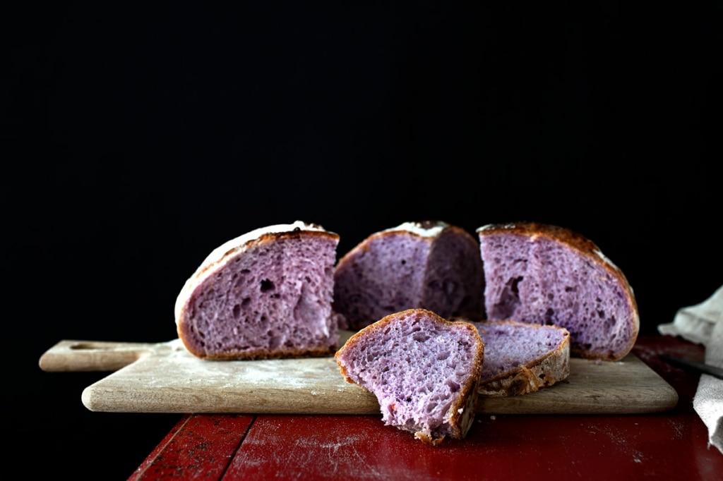 È arrivato il pane viola. Ecco perché fa bene