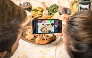 Perché fotografiamo il cibo prima di...