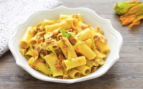Preparazione Pasta ai fiori di zucca e pancetta - Fase 1566719329