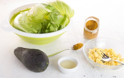 Preparazione Insalata di lattuga, groviera, uova e avocado - Fase 1