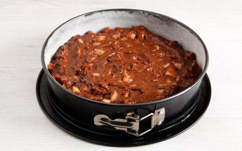 Preparazione Torta al cioccolato, frutta secca e pere - Fase 3