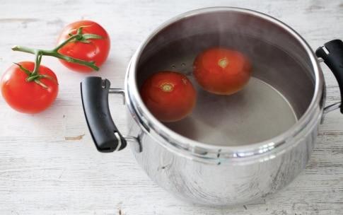Preparazione Tonno con olive nere, pomodori e sedano - Fase 1