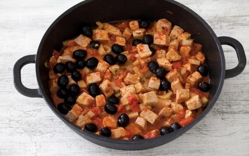 Preparazione Tonno con olive nere, pomodori e sedano - Fase 3