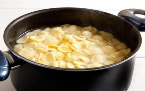 Preparazione Orecchiette con pomodorini e ricotta salata - Fase 3