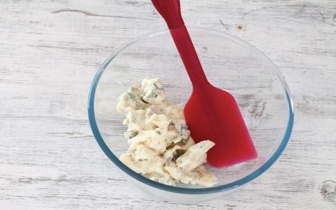 Preparazione Barchette alla mousse di gorgonzola e sedano - Fase 1