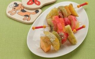 Spiedini di frutta fresca con zuccheri...