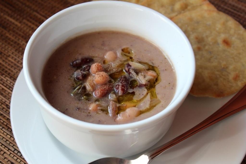 Zuppa di legumi e finocchio