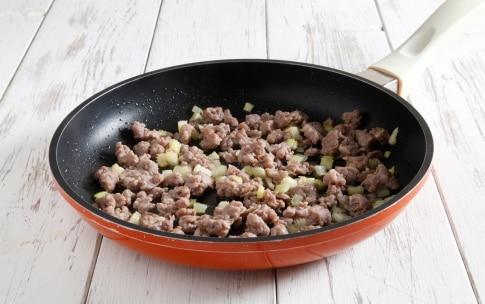 Preparazione Penne con briciole di salsiccia e insalata riccia - Fase 2