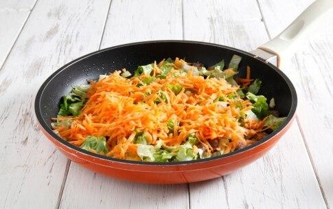 Preparazione Penne con briciole di salsiccia e insalata riccia - Fase 3