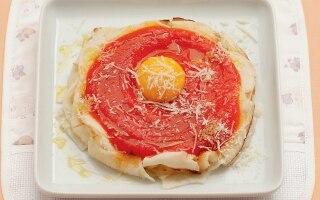 Pappa di pane, uovo, pomodoro e parmigiano
