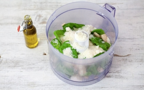 Preparazione Tagliolini con pesto, mandorle e pomodori confit - Fase 1