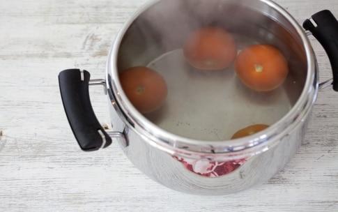 Preparazione Tagliolini con pesto, mandorle e pomodori confit - Fase 1602217368