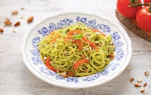Preparazione Tagliolini con pesto, mandorle e pomodori confit - Fase 2036727362