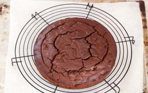 Preparazione Torta al cioccolato e uva passa - Fase 859237840