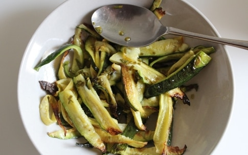Preparazione Farro e miglio con pomodori, zucchine e semi di girasole nel barattolo - Fase 3