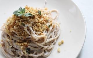 Spaghetti con crema di ricotta alle olive e...
