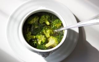 Zuppa di broccoli e cicoria allo zenzero