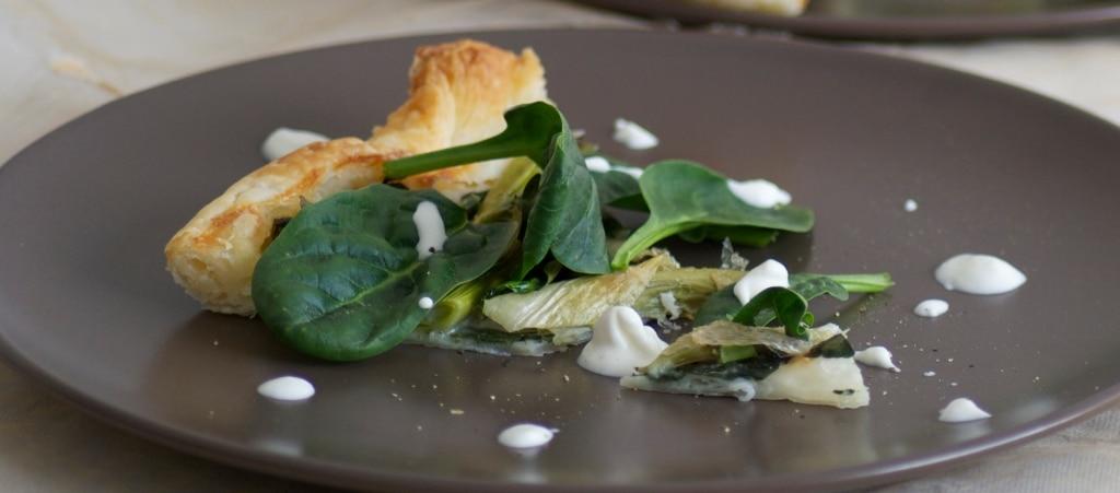 Torta salata con cipollotto, spinaci e gorgonzola