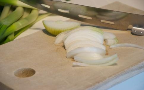 Preparazione Torta salata con cipollotto, spinaci e gorgonzola - Fase 2