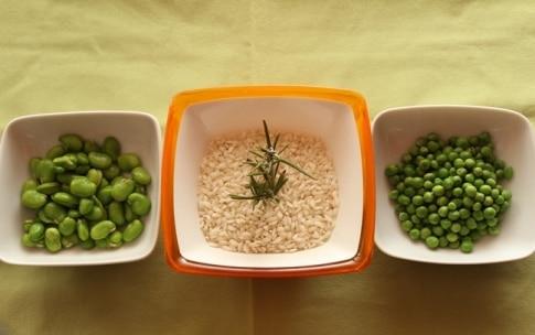Preparazione Risotto con fave e piselli al rosmarino - Fase 1
