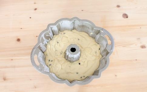 Preparazione Ciambella al mascarpone e cioccolato - Fase 3