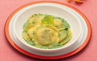 Ravioli di verdure con crema di lattuga