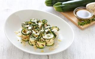 Rotolini di zucchine con mandorle e...