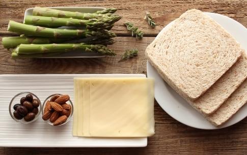 Preparazione Sandwich con asparagi e crema di olive - Fase 1