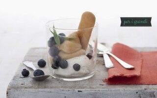 Bicchierino di gelato con crema di...