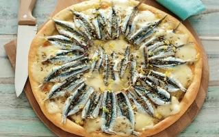 Pizza bianca con alici