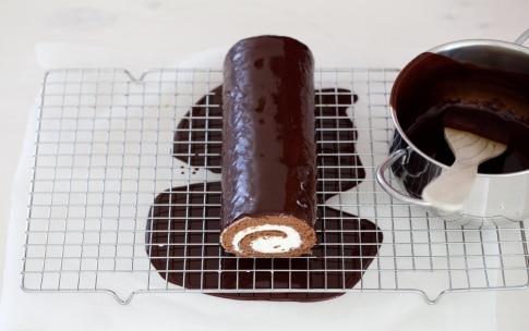 Preparazione Rotolo al cioccolato con crema al mascarpone - Fase 7