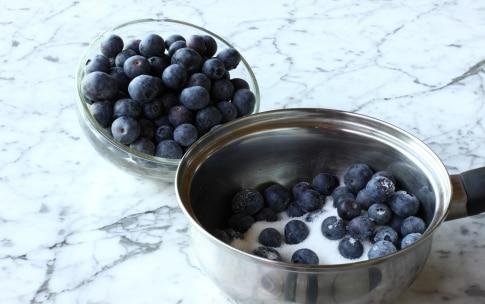 Preparazione Frozen yogurt con mirtilli e pesche - Fase 1