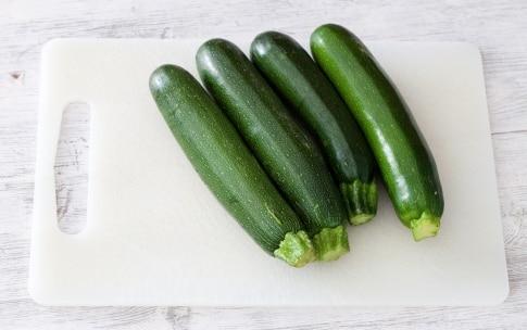 Preparazione Zucchine ripiene di gamberetti - Fase 1