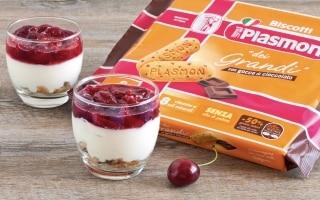 Bicchierini alla ricotta e gelatina di ciliegie
