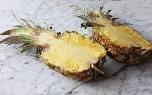 Preparazione Macedonia di frutta nell'ananas - Fase 1