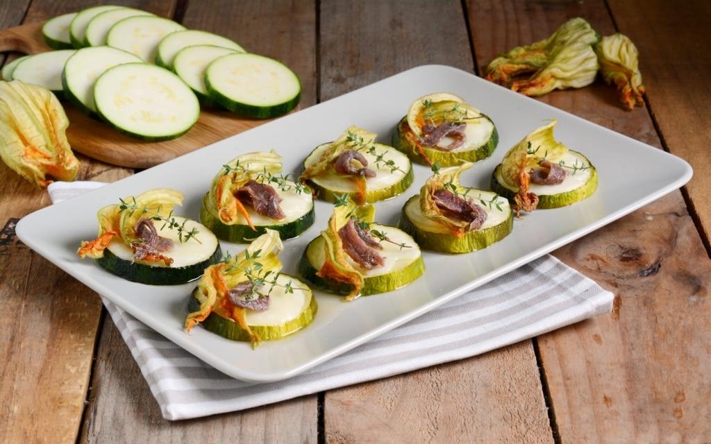 Ricetta pizzette di zucchine cucchiaio d 39 argento for Aperitivo ricette