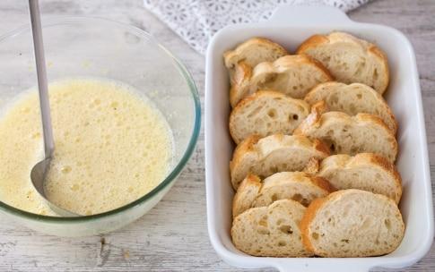 Preparazione French toast con pane e fragole - Fase 2