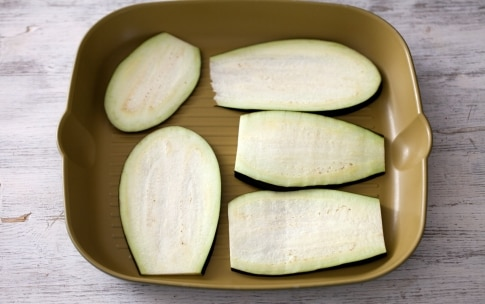 Preparazione Involtini di melanzane, ricotta e noci - Fase 1