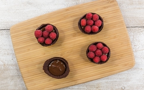 Preparazione Cestini di cioccolato e lamponi - Fase 3