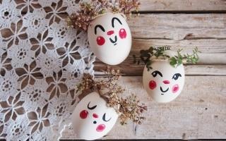 Uova decorate per la tavola