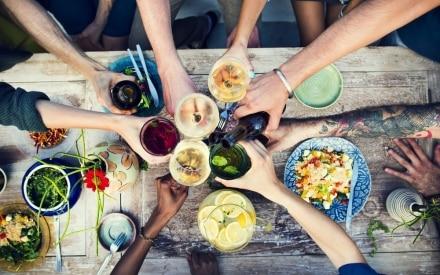 8 accessori immancabili per una perfetta cena estiva