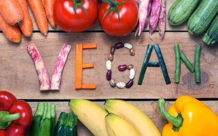 Essere vegani: vantaggi, svantaggi e ricette
