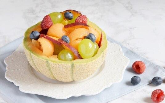 Come servire la frutta estiva in modo creativo: 18 ricette + 1