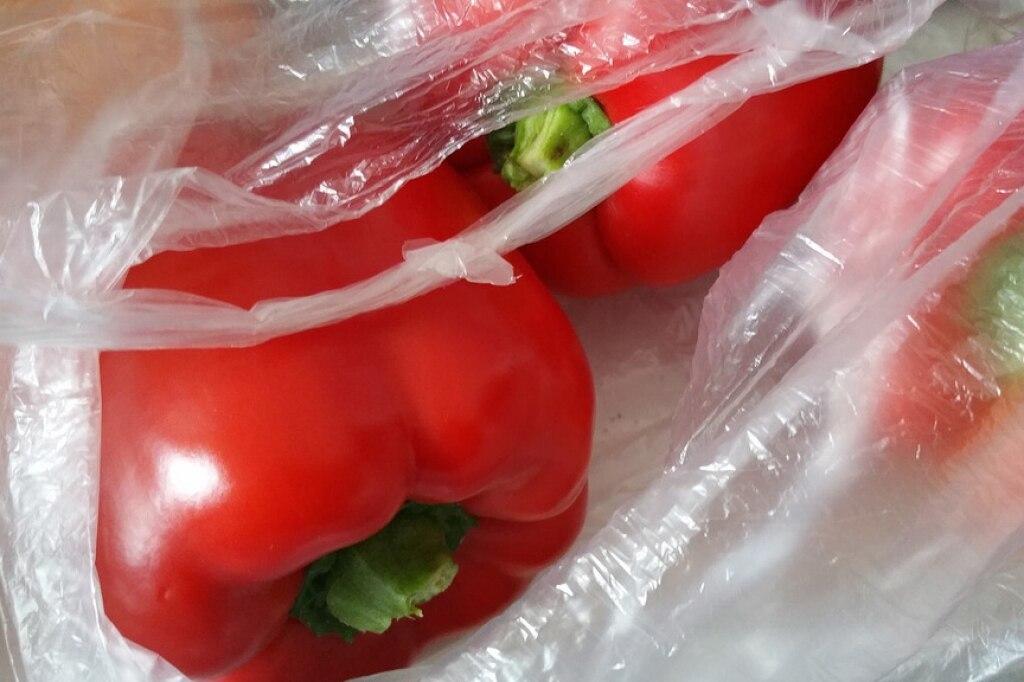 Addio ai sacchetti di plastica per alimenti: sono arrivate le buste biodegradabili