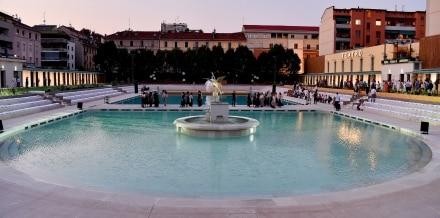 Ai Bagni Misteriosi di Milano l'aperitivo si fa in piscina e a piedi nudi