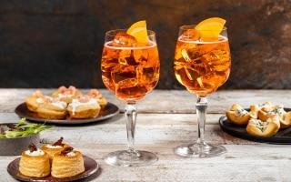 15 ricette perfette da abbinare con Aperol Spritz per l'aperitivo a casa