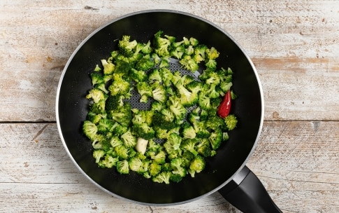 Preparazione Mezze maniche con broccoli, bottarga di tonno e pecorino - Fase 1
