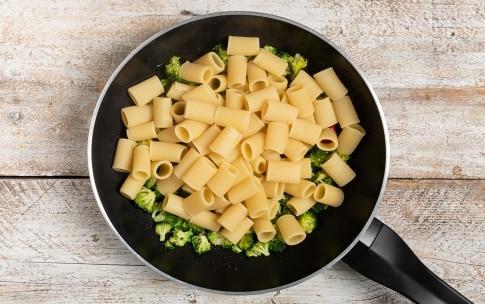 Preparazione Mezze maniche con broccoli, bottarga di tonno e pecorino - Fase 2