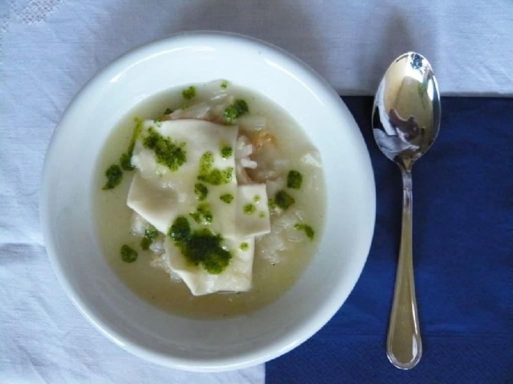 Zuppa di Cipolle con Grana e Pesto al Prezzemolo