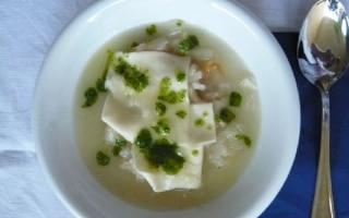 Zuppa di Cipolle con Grana e Pesto al...